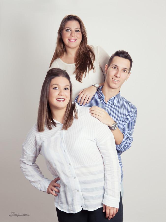 FOTOYMAGEN-Marchena-Estudio-Familia-Hermanos