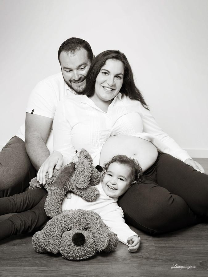 FOTOYMAGEN-Bebés-Familia-Estudio-VanessayJose+Julia-