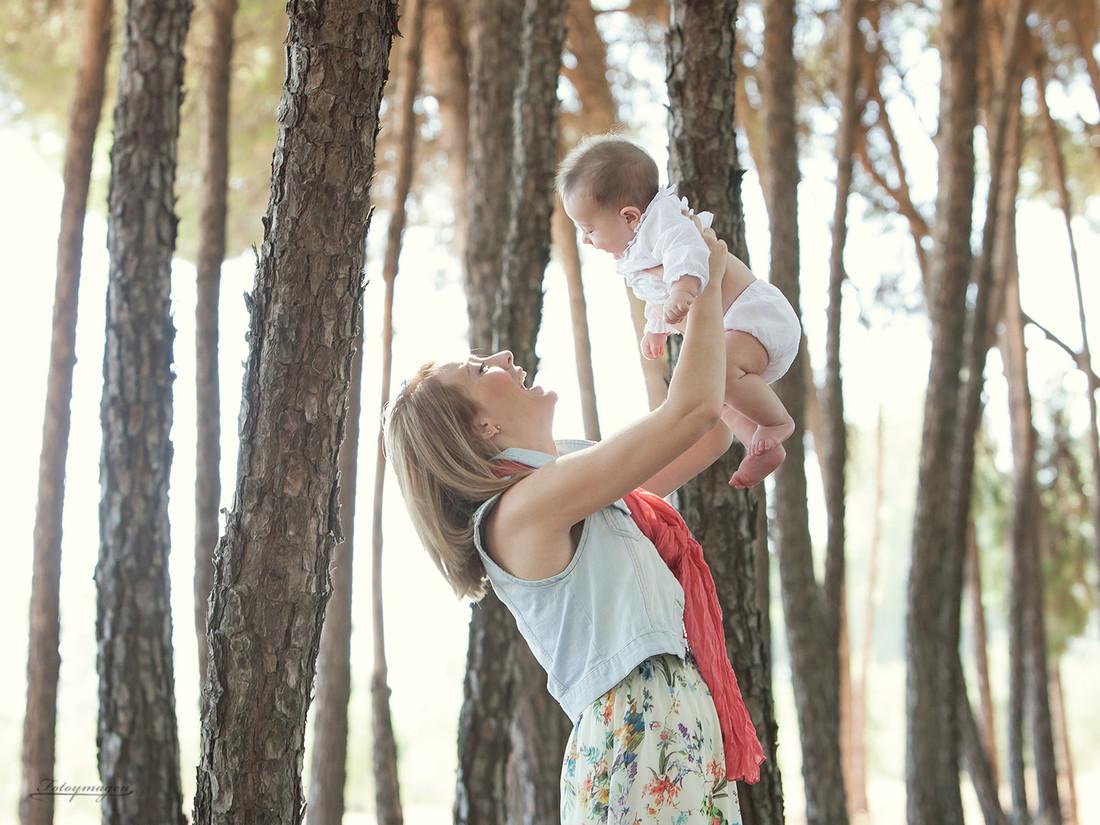 Fotoymagen-fotos-naturales-divertidas-book-familia-Inma-y-David--(1)