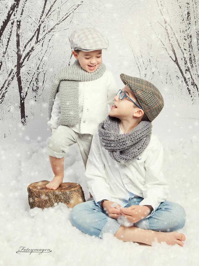 FOTOYMAGEN-Adrian-y-Oliver-Navidad-Nieve-Niños-Magia-(2)