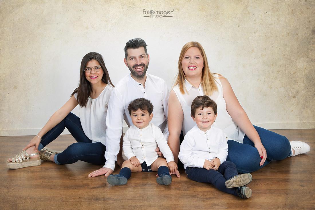 FOTOYMAGEN-Familia-Diaz-Rodriguez-Hermanos-de-Sangre-foto-Familia-divertida