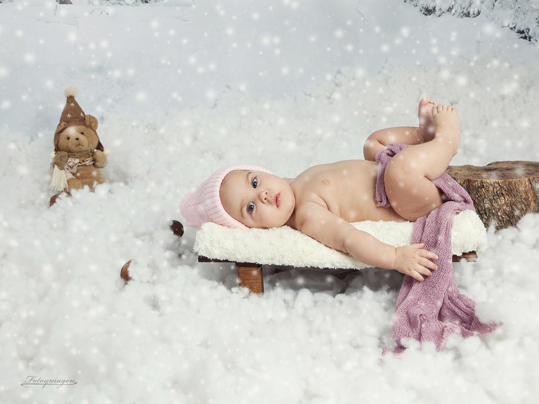 FOTOYMAGEN-Yanira-Navidad-Fotos-de-Estudio-Fotos-Navideñas-Originales-Divertidas-Nieve-Regalos-Vintage