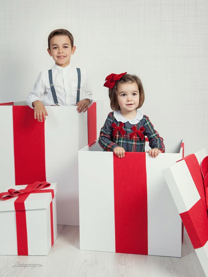 FOTOYMAGEN-Primos-Galan-Navidad-Fotos-de-Estudio-Fotos-Navideñas-Originales-Divertidas-Nieve-Regalos-Vintage-(3)