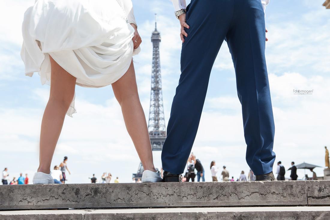FOTOYMAGEN-Boda-Migue-y-Leni-Arahal-Arache-Los-Barreros-Paris-Torre-Eiffel-Fotos-Originales-y-Diferentes-Divertidas (1)