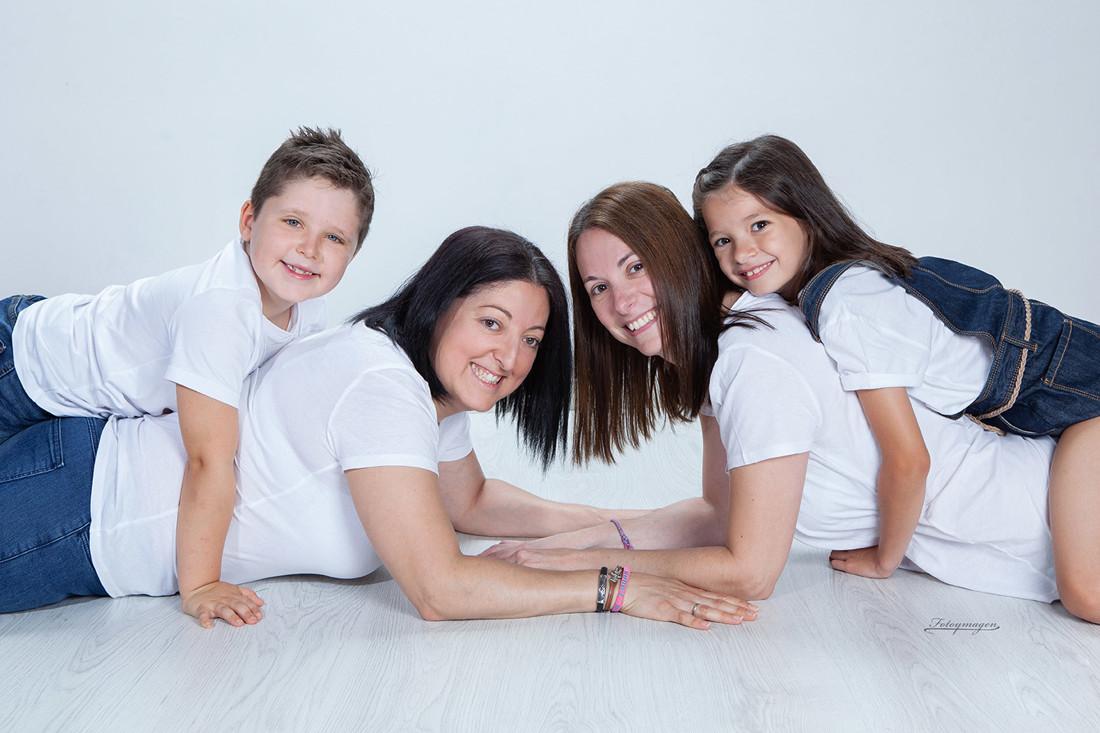 FOTOYMAGEN-Diego-y-Naira-Hermanas-Primos-Estuido-Retrato-Familia-Naturales-Fotos-en-familia-(1)