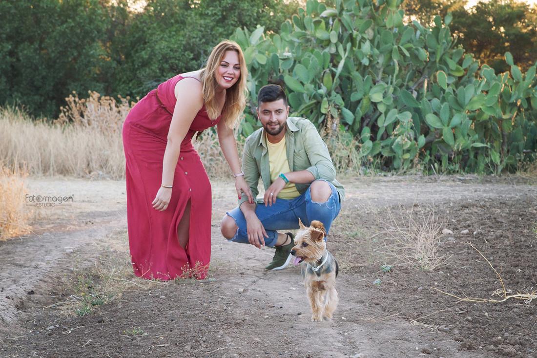 FOTOYMAGEN-Preboda-Nuria-y-Rafa-+-Pepa-Campo-Mascotas-Cortijo-Monumentos-Mi-perrito-Bodas-Marchena-Fotos-Naturales-Fotografo-de-Bodas-(1)
