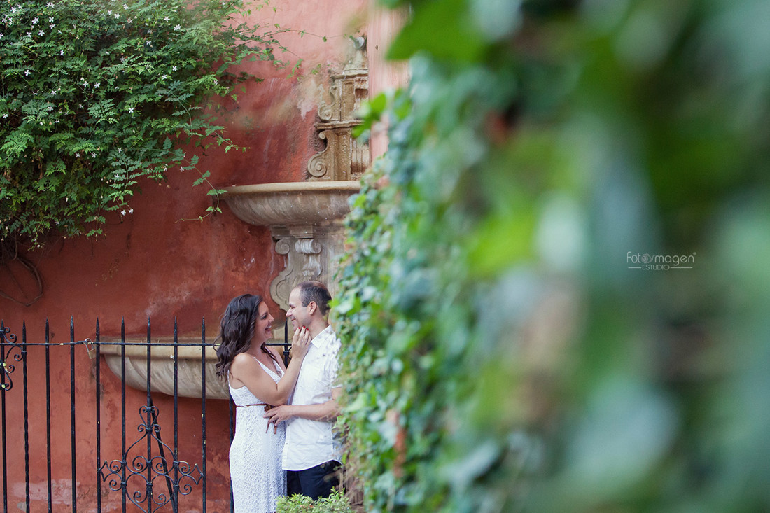 FOTOYMAGEN-PREBODA-Mary-e-Ismael-Barrio-de-la-Juderia-Santa-Cruz--Sevilla-Amor-Verdadero-Fotógrafo-Bodas-(1)