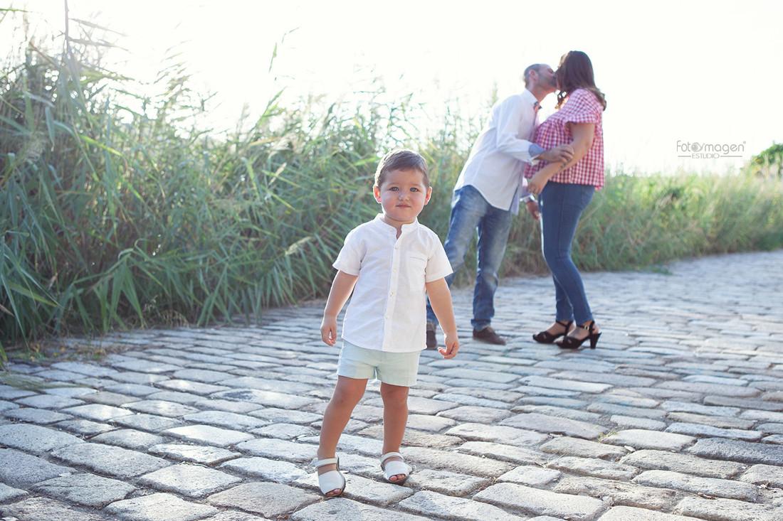 FOTOYMAGEN-PreBoda-Carmen-y-Victor-Sevilla--Paradas--Fotos-Familias-Bodas-Orillas-Guadalquivir-Triana-Amor-Sincero-(2)