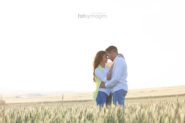 FOTOYMAGEN-Preboda-Antonio-y-Mary-Risas-Amor-Caras-Bonitas-Campo-Algo-Diferente-(2)