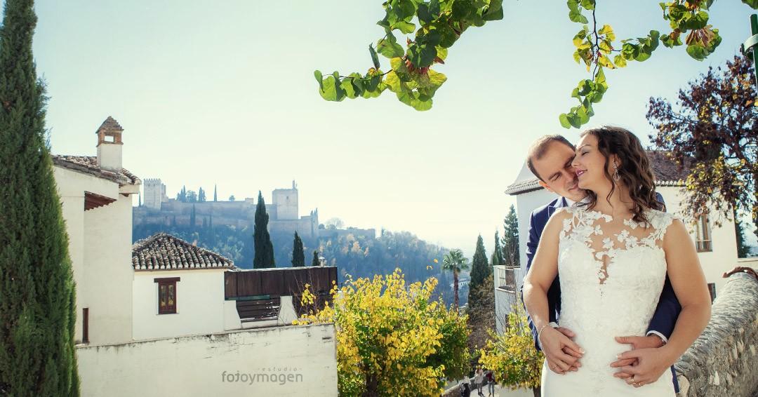 Fotoymagen-PostBoda-Bodas-Granada-Albaicin-La-Alambra-Rincones-Novios-Estampas